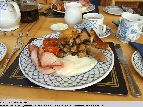 The Maples: THE Breakfast - I do not like beans - that's they are missing