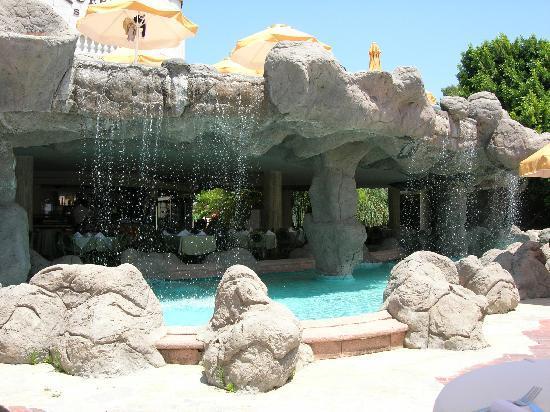 Crystal Sunrise Queen Luxury Resort & SPA: Waterfall restuarant