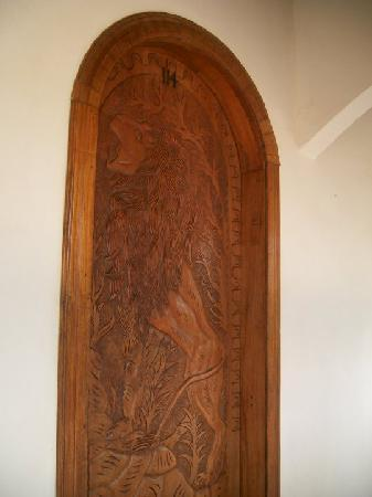 Zullymar Hotel: Every room has a different carved wood door