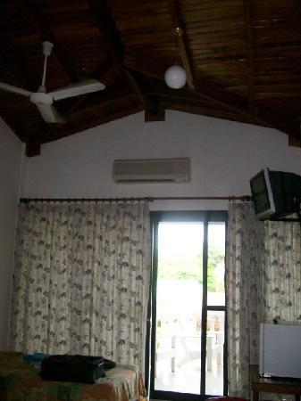 Zullymar Hotel: Second floor room