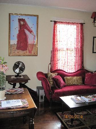 Phoenicia Belle : The common lounge