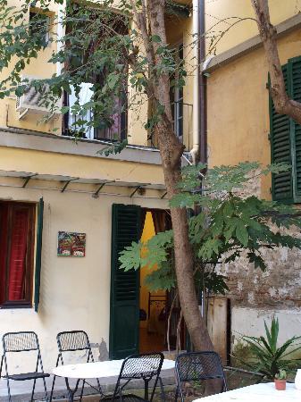 B&B Al Vecchio Teatro: terraza y puerta a la habitación