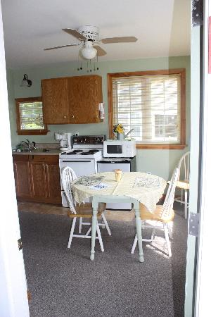 Bocabec Country Garden Cottages: View of the kitchen from the screen porch