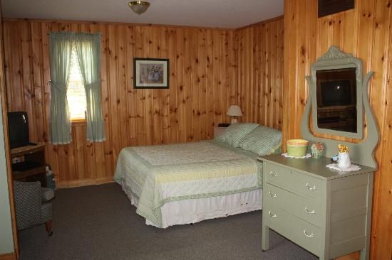 Bocabec Country Garden Cottages: The bed :)