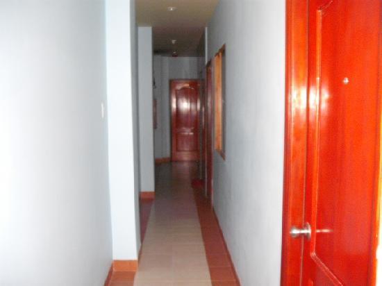 Nha Trang Beach Hotel: Corridor Outside Room
