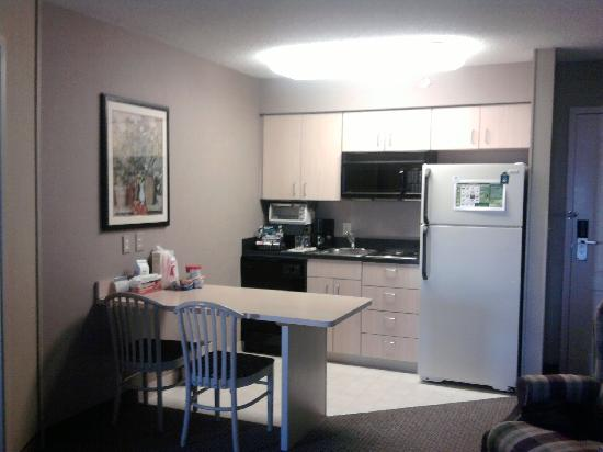 Homewood Suites by Hilton Austin-Arboretum / NW: kitchen again