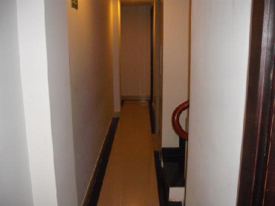 NN99 Hotel: Corridor