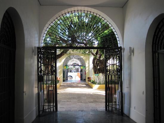 Centro de Turismo do Ceara: The iron door to get to the patio