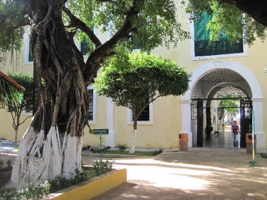 Centro de Turismo do Ceara: The center part of the prison