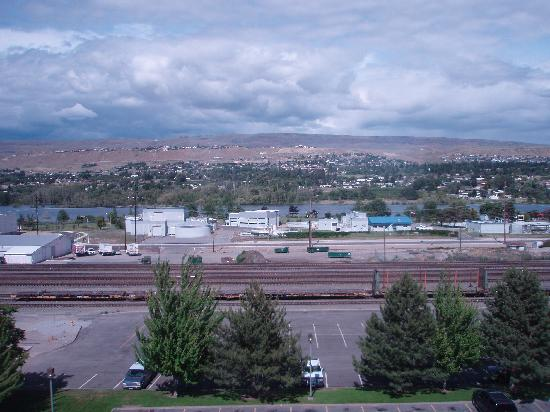 Coast Wenatchee Center Hotel: View from 3rd Floor Rm-Columbia River