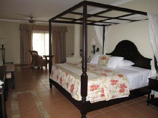 Luxury Bahia Principe Ambar Blue Don Pablo Collection: Room