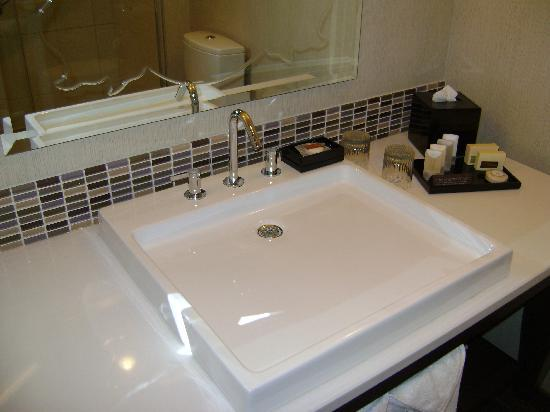 theWit - A DoubleTree by Hilton: The cool bathroom sink