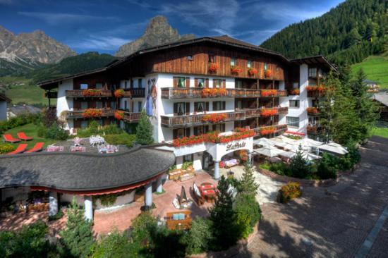 Hotel La Perla: esterno estate