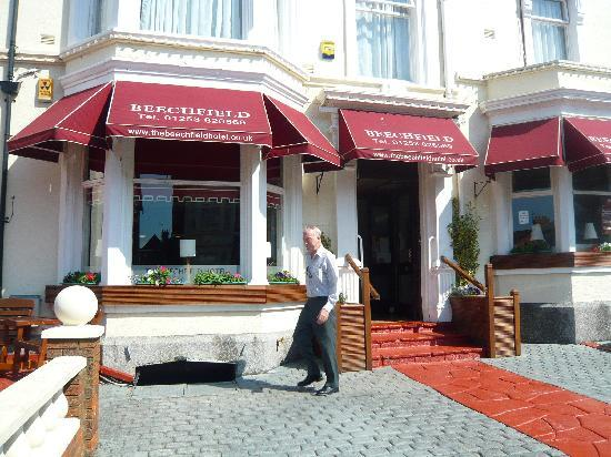 The Beechfield Hotel: Picnic Area/Hotel Front