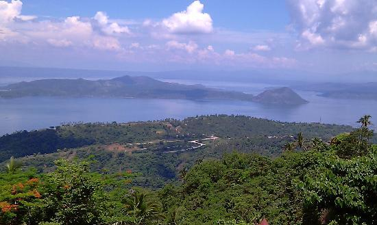 View Park Hotel: Taal Volcano from view park
