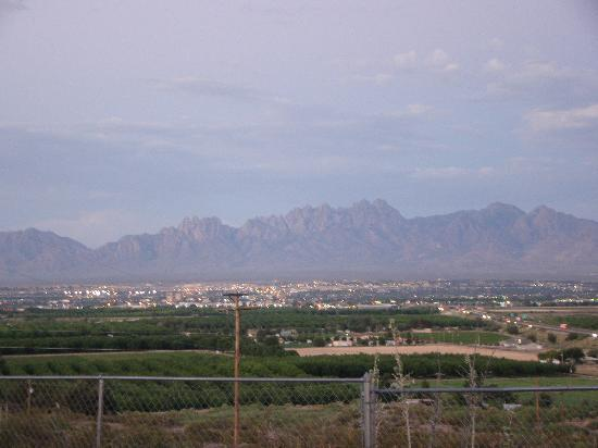 A Lodge on the Desert : Evening view to the east of the mountains and city