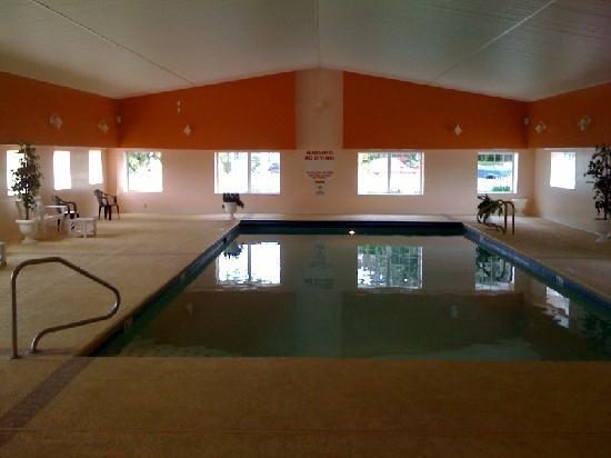 Taber Inne and Suites: Only indoor pool in Downtown Mystic