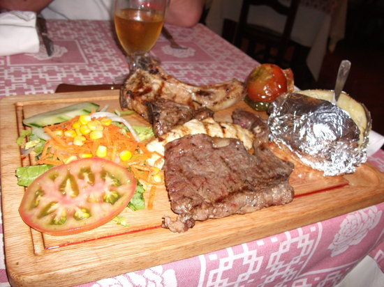 Garoe Grill : 10.90 euro's for Mixed Grill meat (on log fire)