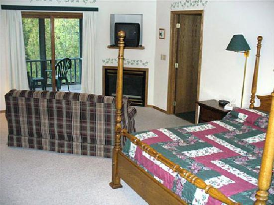 Baileys Harbor Ridges Resort: Fireplace Lodge Suite