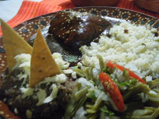 El Minero: レストラン'MOLE CON POLLO'