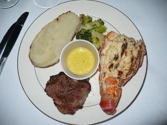Bahama Beach Club: steak and lobster