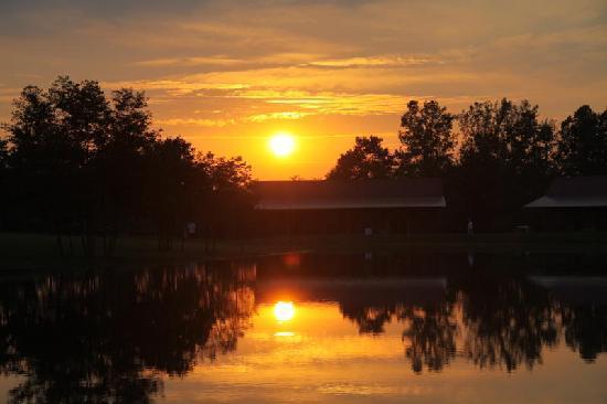 Santa's Lakeside Cottages: Sunset