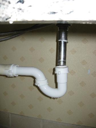 Park Inn By Radisson Houston North U0026 Conference Center: Detached Pipe Under  The Bathroom Sink