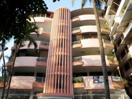 La Jungla Hostal: The RINA building, Calle 49a Oeste (Hotel Las Huacas)