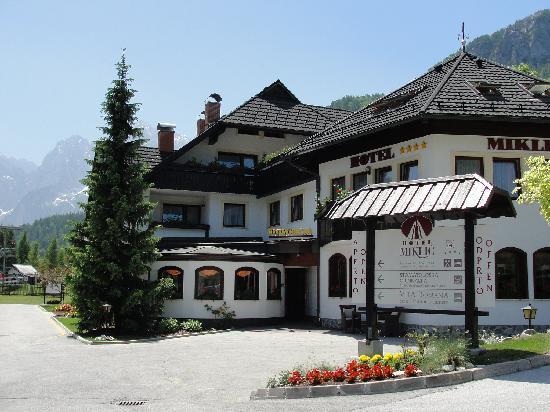 Hotel & Restaurant Miklic: Miklic in Spring