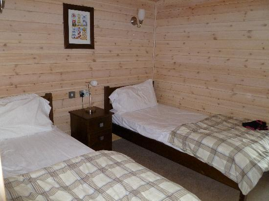 Darwin Forest Country Park: twin bedroom