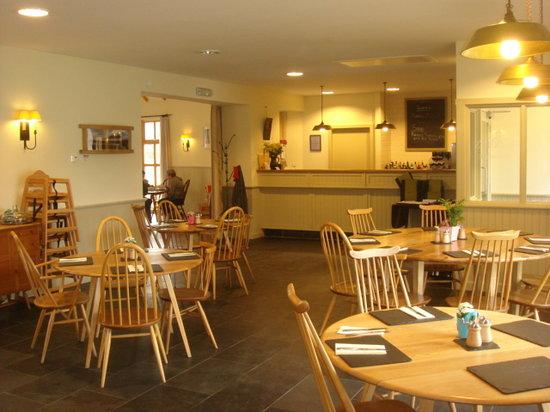 Gadie's Restaurant: contemporary design