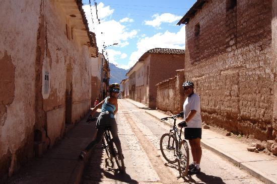 Urubamba, Peru: Down Hill en Maras