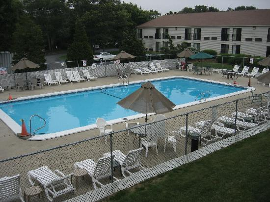 Mariner Motor Lodge: View of outdoor pool from #208