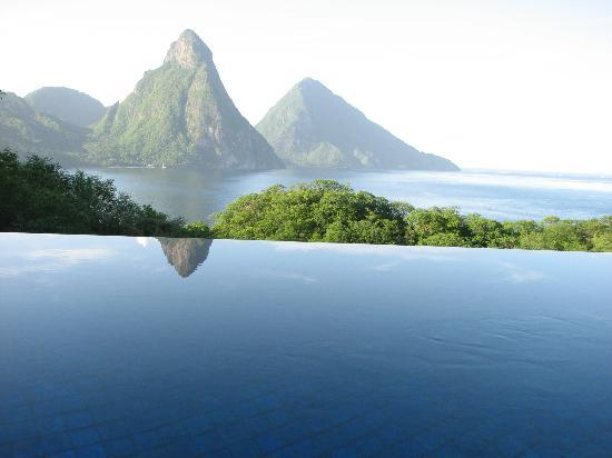 Jade Mountain Resort: view from our room and pool