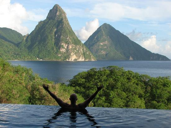 Jade Mountain Resort: surverying my domain from the pool