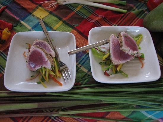 Jade Mountain Resort: seared bonito tuna at cooking demonstration