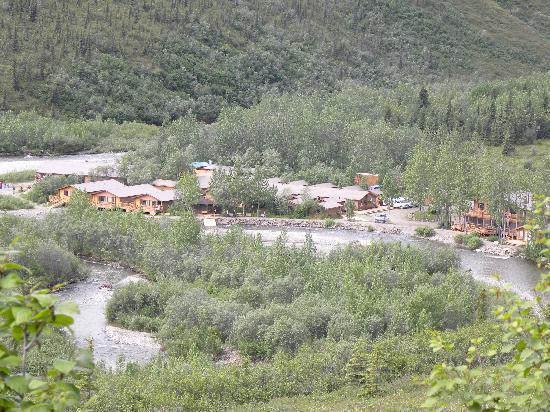 Denali Backcountry Lodge: view of lodge from top of hill
