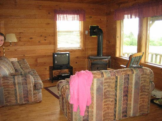 Broadleaf Guest Ranch: Living room