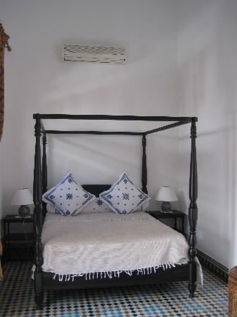 Riad Layali Fes : one of the suite bedrooms