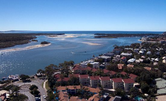 Munna Beach Apartments: Located on the Noosa River