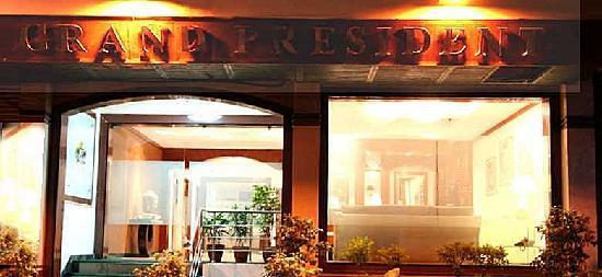 Hotel Grand President: entrance