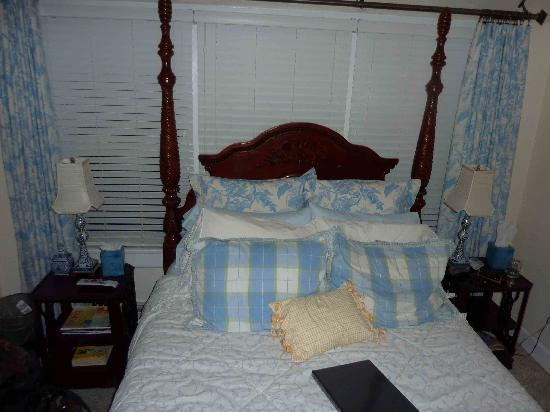 The St. Mary's Inn: all those pillows