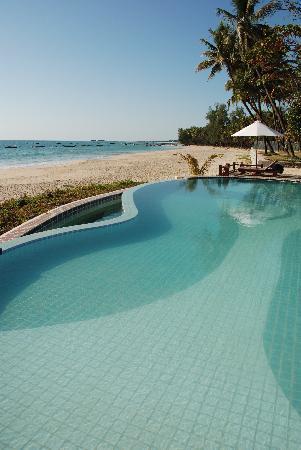 Amazing Ngapali Resort : pool / beach view