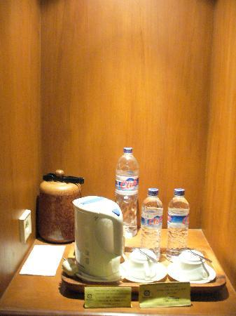 Alam KulKul Boutique Resort: Only the smaller bottles of water are complimentary