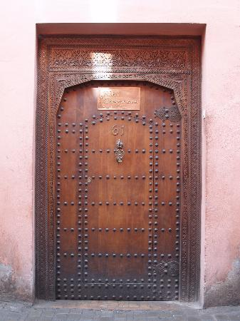 Riad l'Orangeraie: It's another world though the door...tranquil.
