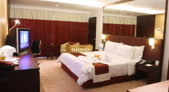 Eastin Hotel Makkasan : Family Floor Room