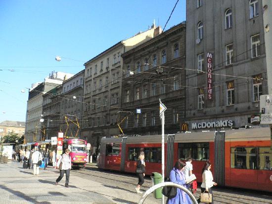 Beranek : ホテルの前の通り