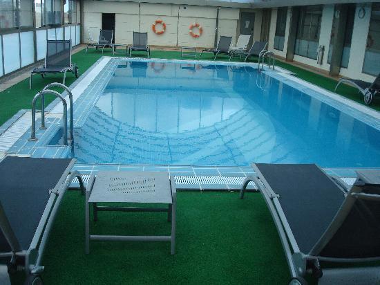 SH Valencia Palace: the pool