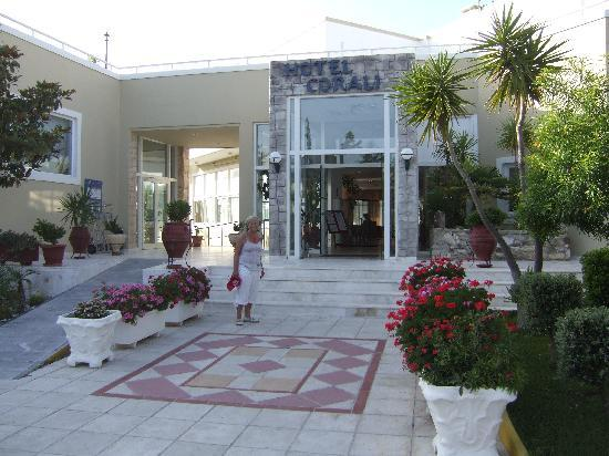 Hotel Corali: Front Entrance & Reception