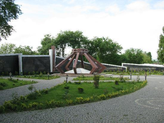 Quba, Azerbaycan: Memorial to those killed by Armenia